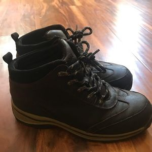 Timberland boy's leather hiking boots size 5